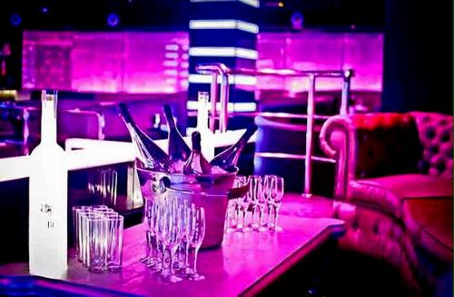 Champagne evenings with Hen VIP Weekends in Marbella, Puerto Banus dance time