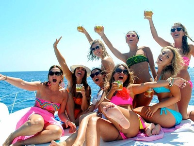 Costa del Sol hen party boat charters