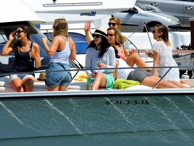Boat charter with champagne in Marbella for hen weekend