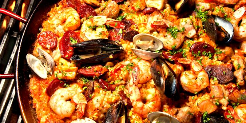 Spanish fish Paella for hen catering.